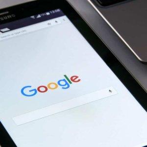 Vi optimerer din sides indhold og gør den mere populær i søgemaskinerne